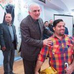 استاندار مازندران از برخي نابينايان و كم بينايان برتر در رشته هاي ورزشي و تحصيلي تجليل کرد