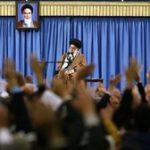 آیتالله خامنهای: دشمن، دشمن است؛ این دولت و آن دولت ندارد