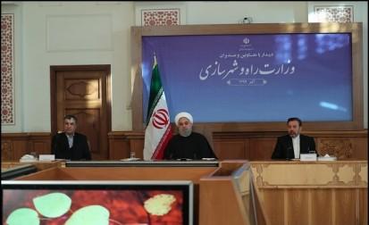 روحانی:عده ای شعار میدهند و هزینه را از جیبمردم میپردازند