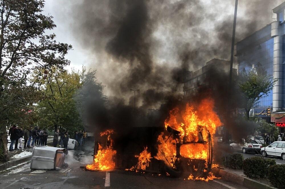 ناآرامیهای اخیر را چگونه تحلیل کنیم؟ چرا اعتراضات در ایران خشنتر شدهاند؟